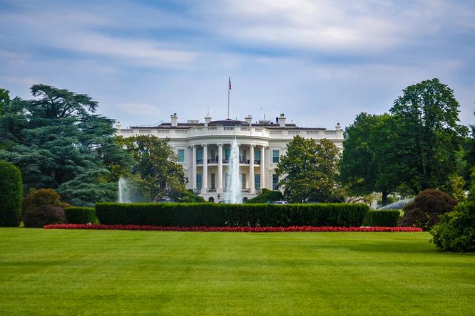 Bộ trưởng Tài chính Mỹ Mnuchin hé lộ về tương lai của Huawei ảnh 1