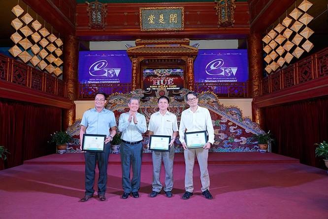 Hội Truyền thông Số Việt Nam trao chứng nhận cho các đơn vị ứng dụng CNTT tiêu biểu khối Bộ, ngành, địa phương ảnh 2