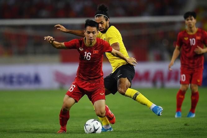HLV Tan Cheng Hoe cho rằng cỏ sân Mỹ Đình hơi dài là nguyên nhân khiến Malaysia chơi không tốt ảnh 1