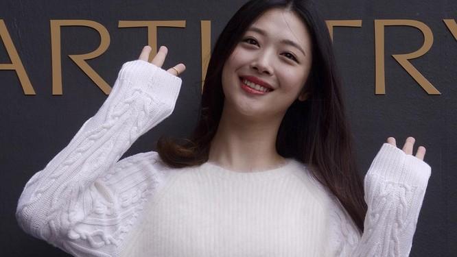Sulli – cô ca sỹ K-pop thích thả rông vòng một qua đời ở tuổi 25 ảnh 3
