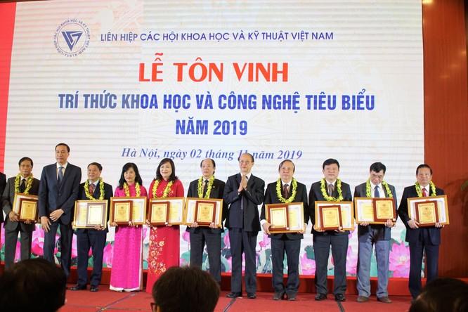 Tiến sĩ Lê Doãn Hợp – Chủ tịch danh dự Hội Truyền thông Số Việt Nam được vinh danh Trí thức Khoa học Công nghệ tiêu biểu năm 2019 ảnh 1