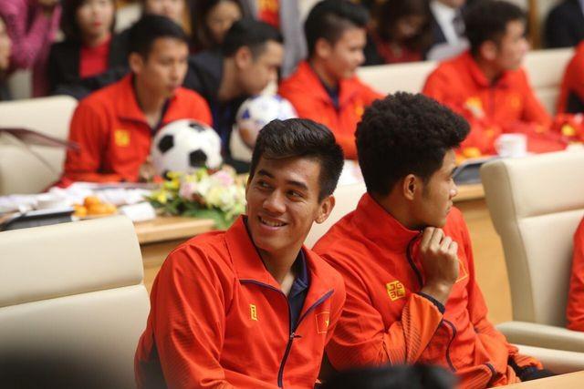 Thủ tướng Nguyễn Xuân Phúc tiếp và mở tiệc chiêu đãi hai đội bóng đá nam và nữ vừa vô địch SEA Games 30 ảnh 7