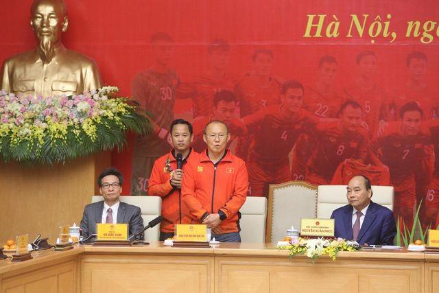 Thủ tướng Nguyễn Xuân Phúc tiếp và mở tiệc chiêu đãi hai đội bóng đá nam và nữ vừa vô địch SEA Games 30 ảnh 1