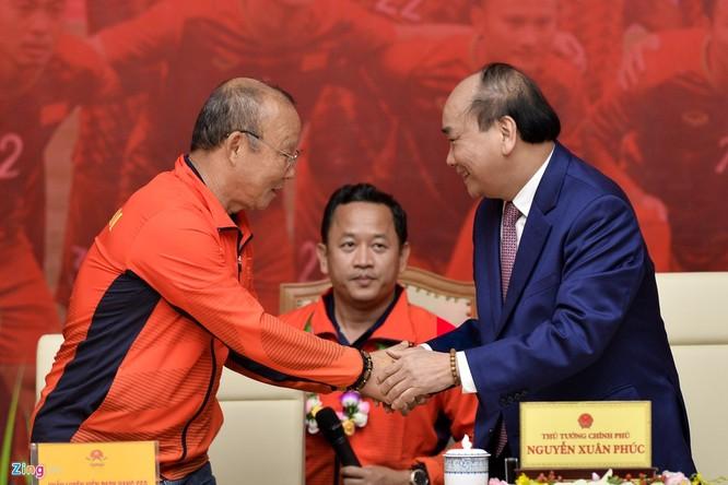 Thủ tướng Nguyễn Xuân Phúc tiếp và mở tiệc chiêu đãi hai đội bóng đá nam và nữ vừa vô địch SEA Games 30 ảnh 5