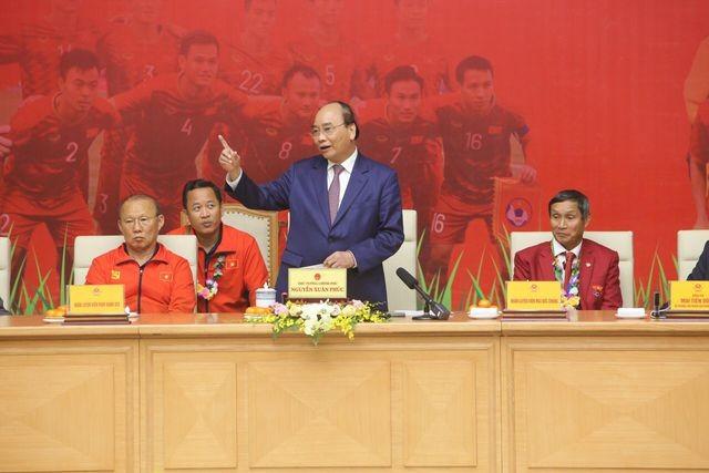 Thủ tướng Nguyễn Xuân Phúc tiếp và mở tiệc chiêu đãi hai đội bóng đá nam và nữ vừa vô địch SEA Games 30 ảnh 2