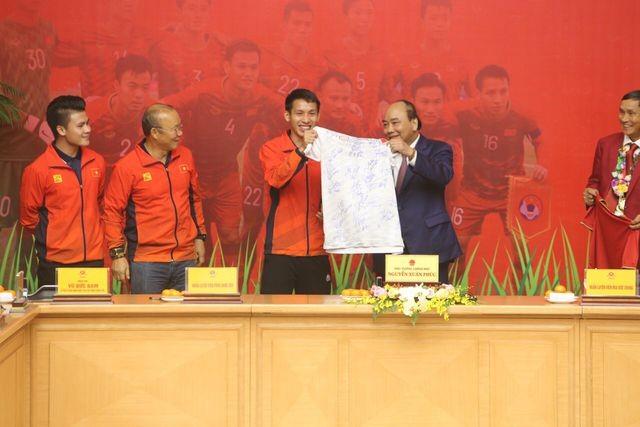 Thủ tướng Nguyễn Xuân Phúc tiếp và mở tiệc chiêu đãi hai đội bóng đá nam và nữ vừa vô địch SEA Games 30 ảnh 11