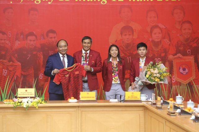 Thủ tướng Nguyễn Xuân Phúc tiếp và mở tiệc chiêu đãi hai đội bóng đá nam và nữ vừa vô địch SEA Games 30 ảnh 10