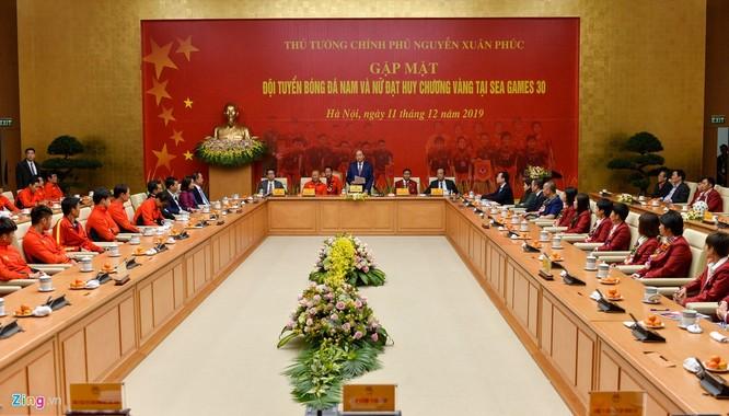 Thủ tướng Nguyễn Xuân Phúc tiếp và mở tiệc chiêu đãi hai đội bóng đá nam và nữ vừa vô địch SEA Games 30 ảnh 6