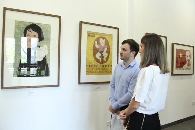 Bảo tàng Mỹ thuật Việt Nam giới thiệu 30 tranh cổ động trong giai đoạn từ 1958 đến 1986 ảnh 4