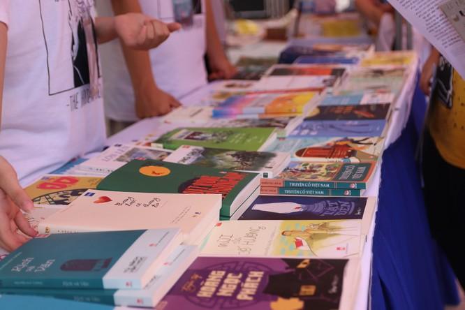 """Hội chợ sách """"gây sốt"""" của các Amser có gì? ảnh 5"""