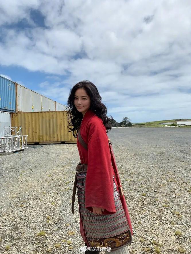 Dân mạng Trung Quốc xuýt xoa vì diễn viên võ thuật đóng thế vai Mulan xinh đẹp hơn cả Lưu Diệc Phi ảnh 2