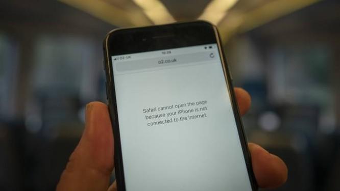 Nhà mạng thế giới bồi thường khi làm mất tín hiệu thoại và data, MobiFone đền bù đã thỏa đáng? ảnh 1