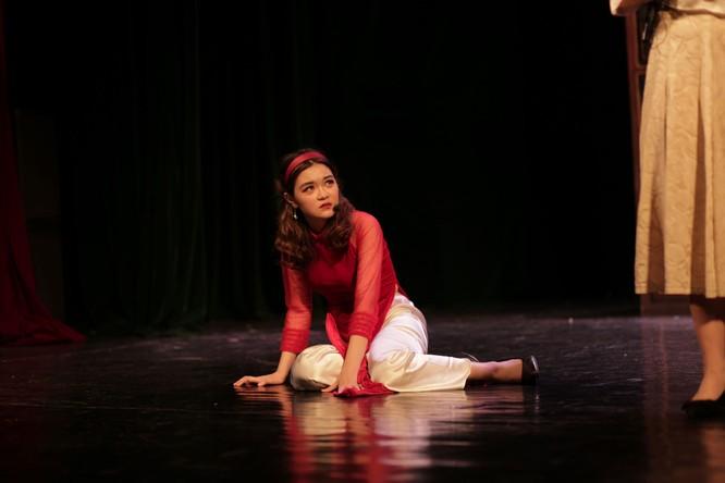Huyễn Ảnh - vở diễn đầy cảm xúc của những học sinh trung học trên sân khấu kịch chuyên nghiệp ảnh 2