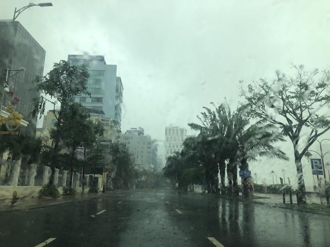 Cập nhật bão số 9: Những hình ảnh mới nhất từ Đà Nẵng ảnh 12
