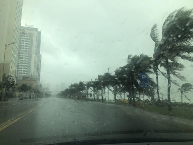 Cập nhật bão số 9: Những hình ảnh mới nhất từ Đà Nẵng ảnh 4