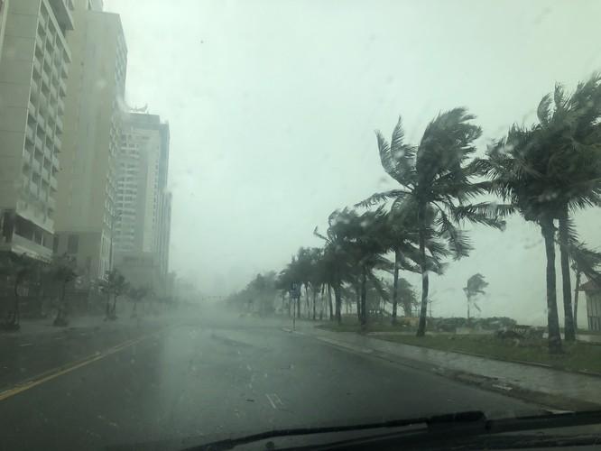Cập nhật bão số 9: Những hình ảnh mới nhất từ Đà Nẵng ảnh 2
