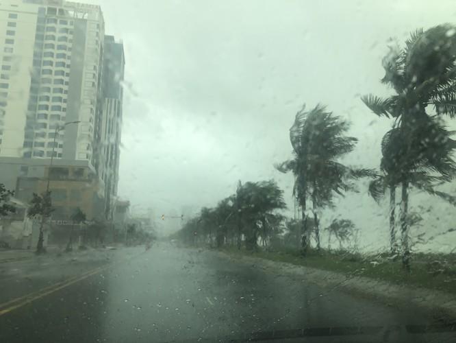 Cập nhật bão số 9: Những hình ảnh mới nhất từ Đà Nẵng ảnh 1