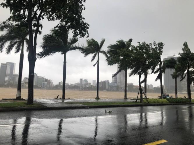Cập nhật bão số 9: Những hình ảnh mới nhất từ Đà Nẵng ảnh 8