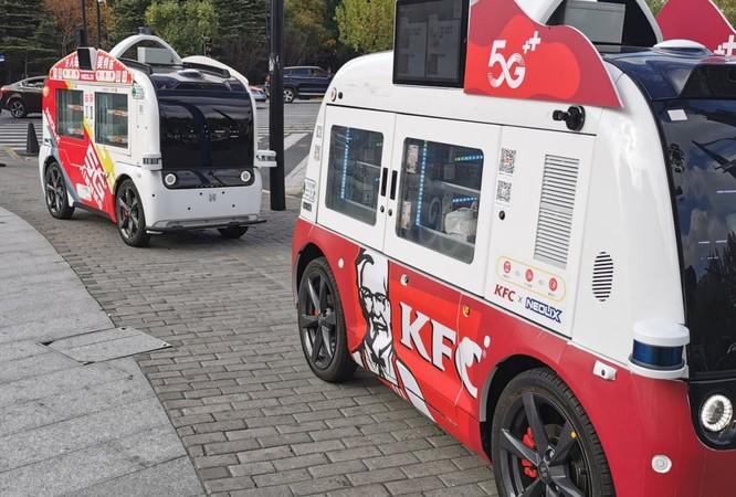 Dùng xe tự hành kết hợp với 5G đi bán gà rán ảnh 1