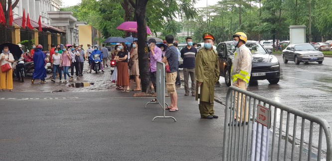 Sáng nay 12/6, 93.000 thí sinh Hà Nội đã bước vào kỳ thi tuyển sinh THPT công lập ảnh 3