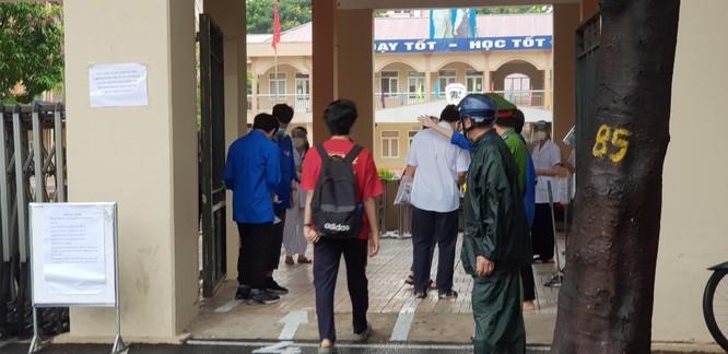 Sáng nay 12/6, 93.000 thí sinh Hà Nội đã bước vào kỳ thi tuyển sinh THPT công lập ảnh 5