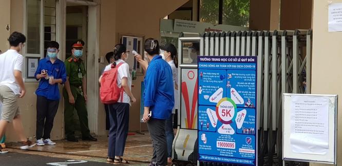 Sáng nay 12/6, 93.000 thí sinh Hà Nội đã bước vào kỳ thi tuyển sinh THPT công lập ảnh 6