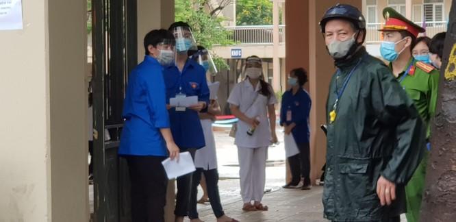 Sáng nay 12/6, 93.000 thí sinh Hà Nội đã bước vào kỳ thi tuyển sinh THPT công lập ảnh 2