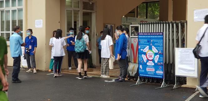 Sáng nay 12/6, 93.000 thí sinh Hà Nội đã bước vào kỳ thi tuyển sinh THPT công lập ảnh 7