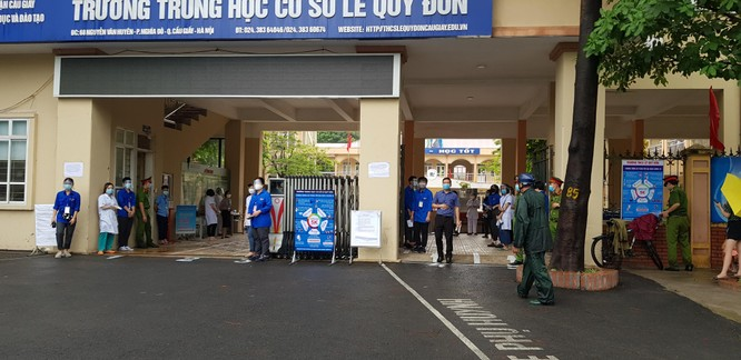 Sáng nay 12/6, 93.000 thí sinh Hà Nội đã bước vào kỳ thi tuyển sinh THPT công lập ảnh 8