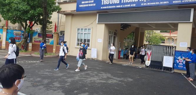 Sáng nay 12/6, 93.000 thí sinh Hà Nội đã bước vào kỳ thi tuyển sinh THPT công lập ảnh 10