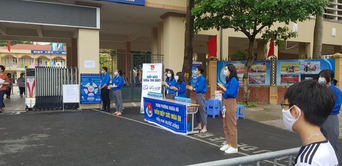Sáng nay 12/6, 93.000 thí sinh Hà Nội đã bước vào kỳ thi tuyển sinh THPT công lập ảnh 11