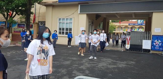 Sáng nay 12/6, 93.000 thí sinh Hà Nội đã bước vào kỳ thi tuyển sinh THPT công lập ảnh 13