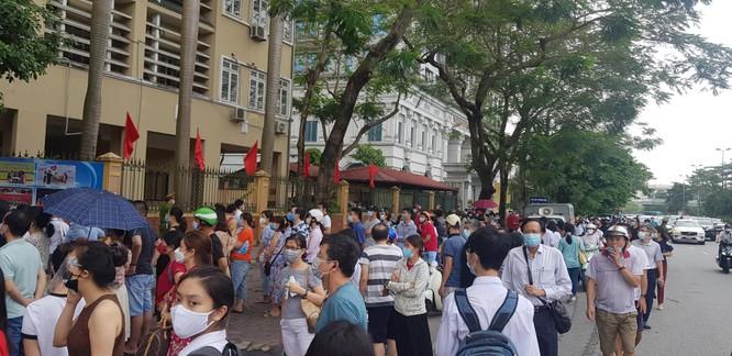 Sáng nay 12/6, 93.000 thí sinh Hà Nội đã bước vào kỳ thi tuyển sinh THPT công lập ảnh 9