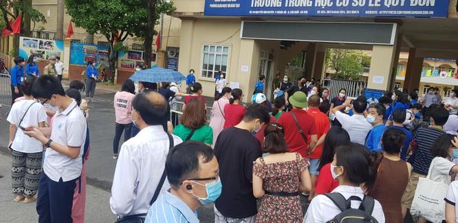 Sáng nay 12/6, 93.000 thí sinh Hà Nội đã bước vào kỳ thi tuyển sinh THPT công lập ảnh 14