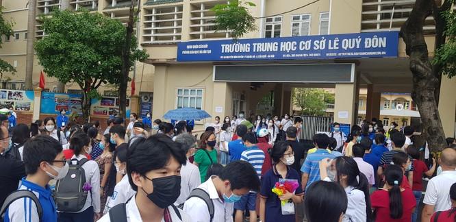 Sáng nay 12/6, 93.000 thí sinh Hà Nội đã bước vào kỳ thi tuyển sinh THPT công lập ảnh 15