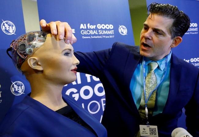 Chân dung Sophia - công dân robot đầu tiên trên thế giới ảnh 9