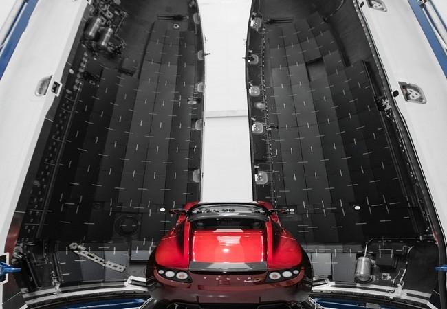 Đây là chiếc Tesla Roadster mà Elon Musk đang chuẩn bị đưa lên sao Hỏa ảnh 6