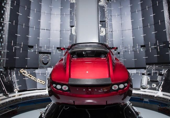 Đây là chiếc Tesla Roadster mà Elon Musk đang chuẩn bị đưa lên sao Hỏa ảnh 3