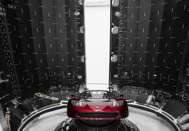 Đây là chiếc Tesla Roadster mà Elon Musk đang chuẩn bị đưa lên sao Hỏa ảnh 5