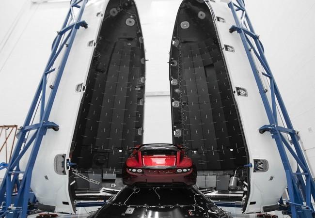 Đây là chiếc Tesla Roadster mà Elon Musk đang chuẩn bị đưa lên sao Hỏa ảnh 2