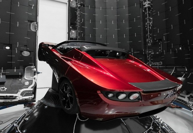 Đây là chiếc Tesla Roadster mà Elon Musk đang chuẩn bị đưa lên sao Hỏa ảnh 4