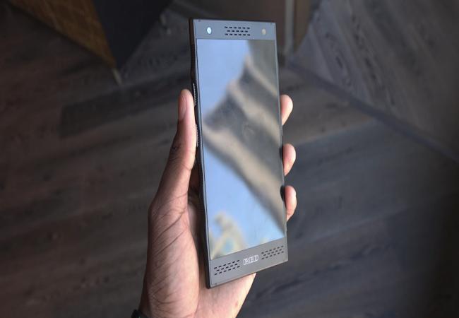 """Chiêm ngưỡng smartphone trị giá 1.200 USD của hãng có cái tên """"lạ hoắc"""" RED ảnh 5"""