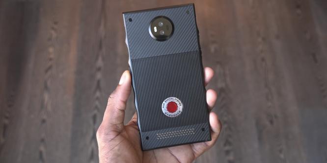 """Chiêm ngưỡng smartphone trị giá 1.200 USD của hãng có cái tên """"lạ hoắc"""" RED ảnh 1"""
