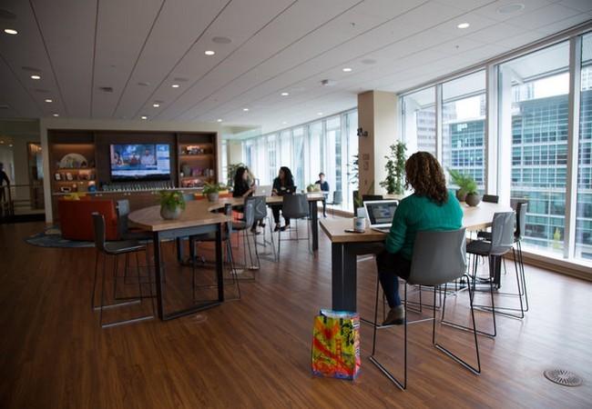 Kỳ lạ: nhân viên công ty Salesforce chỉ muốn làm việc tại văn phòng, không muốn về nhà ảnh 13