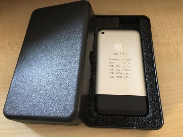Một mẫu iPhone cực hiếm từ 2006 đang được rao bán trên eBay, và đã vượt qua mức giá 13.000 USD ảnh 2