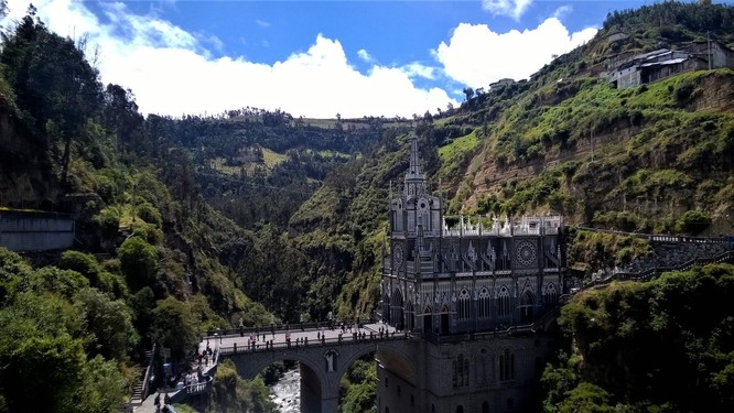 Thánh đường Las Lajas (Ảnh: steemitimages.com)
