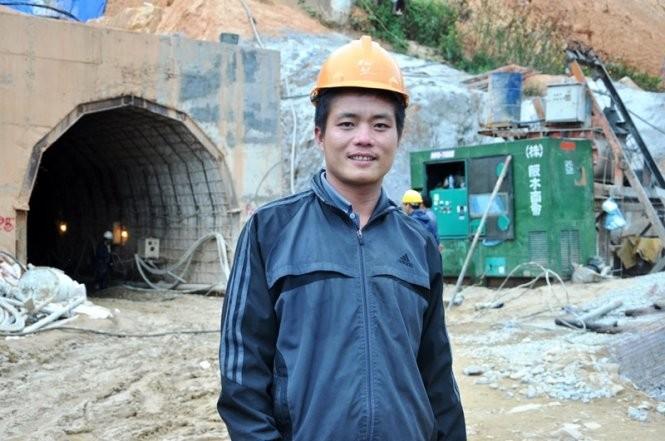 Anh Trần Xuân Lộc, người khoan thành công cả hai mũi khoan tại hầm thủy điện bị sập - Ảnh: LÂM THIÊN