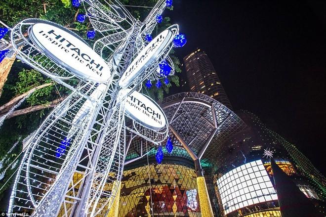 Trung tâm mua sắm trên đường Orchard Road, Singapore, được trang trí lộng lẫy mừng dịp Noel 2014.