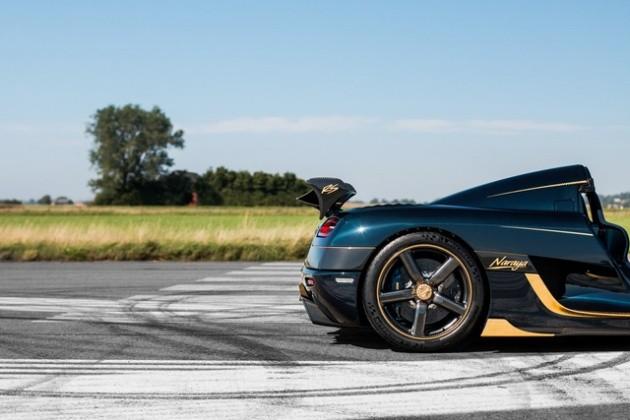 Ngoài việc được tô điểm với chất liệu vàng 18K, Koenigsegg Agera RS Naraya còn được đính thêm 155 viên kim cương nhân tạo.