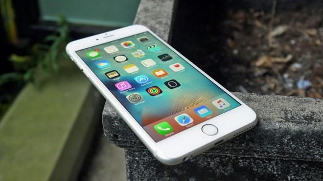 4 smartphone giảm giá mạnh nhất tháng 8 ảnh 1